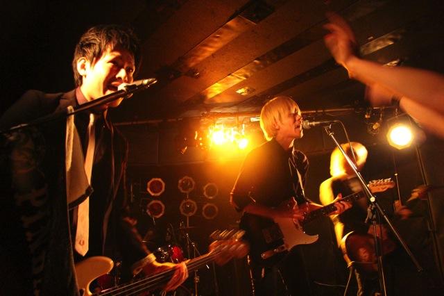 The pinballs live at shimokitazawa daisy bar april 19th 2014 04