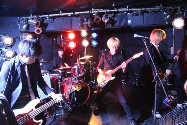 The pinballs live at shimokitazawa daisy bar april 19th 2014 17